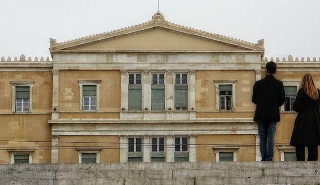 Εξωτερική άποψη του κτηρίου της Βουλής των Ελλήνων. (EUROKINISSI/ΓΙΩΡΓΟΣ ΚΟΝΤΑΡΙΝΗΣ)