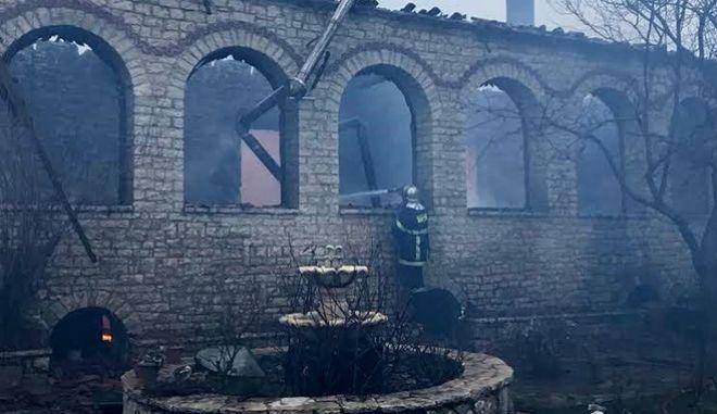 Πυρκαγιά στο Μοναστήρι της Βαρνάκοβας το 2017