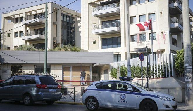 Επίθεση στην πρεσβεία του Καναδά, στο Χαλάνδρι, από ομάδα κουκουλοφόρων