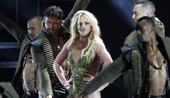 Mια από τις τελευταίες εμφανίσεις της Μπρίτνεϊ Σπίαρς σε σκηνή, τον Ιούνιο του 2013 στην Ταϊπέι.