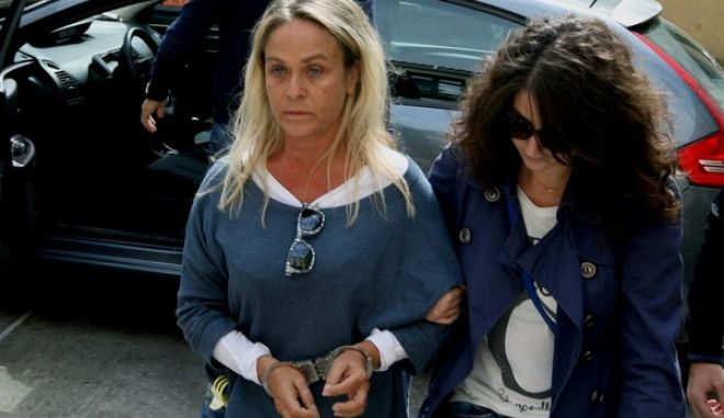 Συνελήφθη και οδηγήθηκε στον εισαγγελλεα η Θέμις Σκορδέλη για εμπλοκή της με την υπόθεση της Χρυσής Αυγής,Πέμπτη 3 Οκτωβρίου 2013