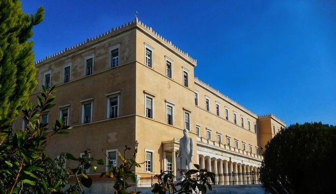 Η Βουλή των Ελλήνων εξωτερικά