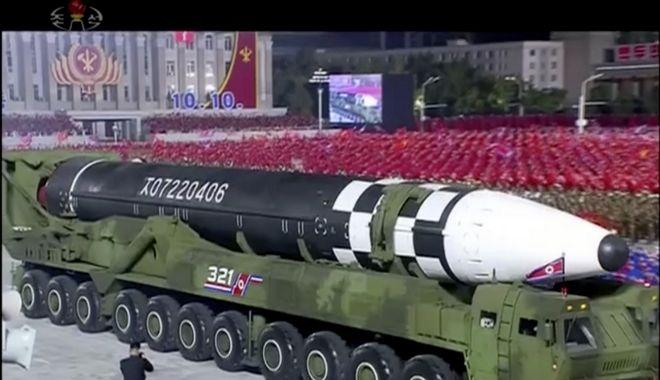 Στρατιωτική παρέλαση για την 75η επέτειο του κυβερνώντος κόμματος της Βόρειας Κορέας