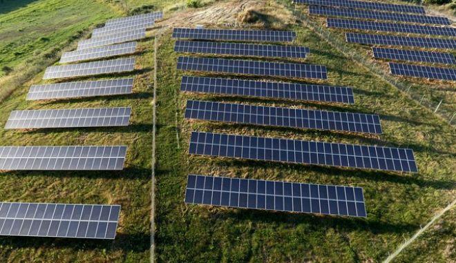 Εικόνα με drone από φωτοβολταϊκό πάρκο σε περιοχή της Πηνείας στην Ηλεία. (EUROKINISSI/ΑΝΤΩΝΗΣ ΝΙΚΟΛΟΠΟΥΛΟΣ)