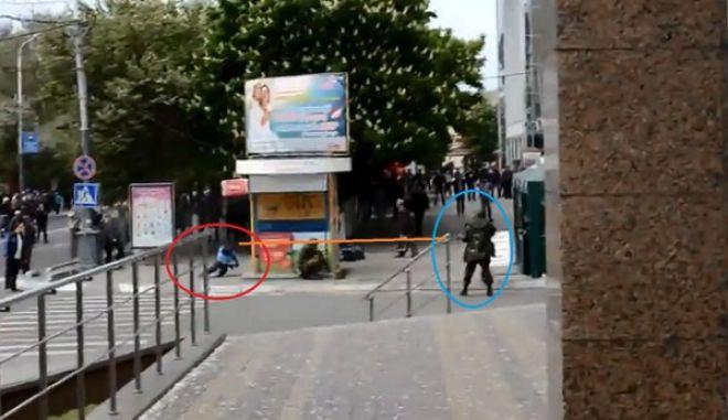 Βίντεο σοκ: Εν ψυχρώ εκτέλεση δημοσιογράφου στη Μαριούπολη