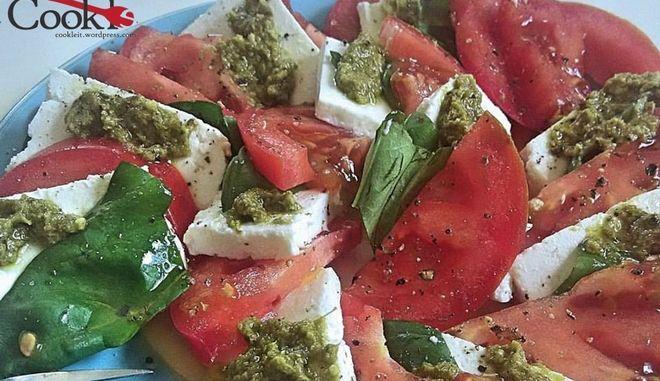 Σαλάτα caprese, η ελληνική