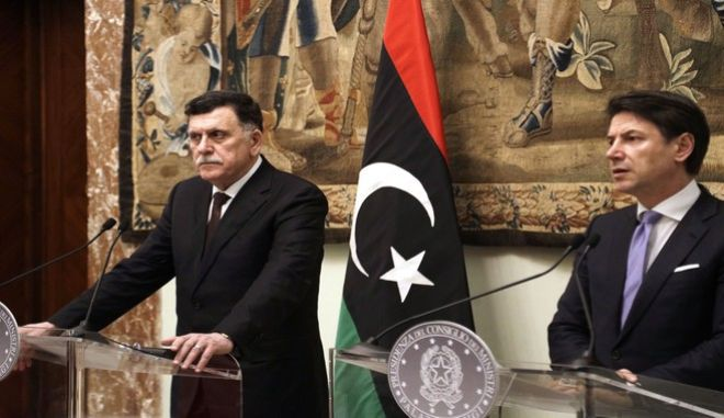 O πρωθυπουργός της Λιβύης, Φαγιεζ Αλ Σάρατζ και ο Ιταλός ομόλογός του, Τζουζέπε Κόντε, στην Ρώμη τον Ιανουάριο του 2020