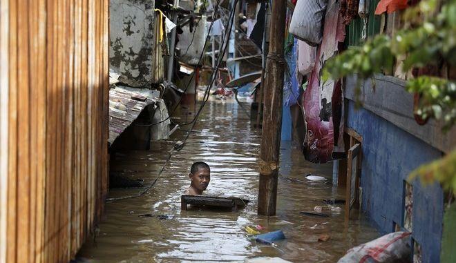 Ινδονησία: Τουλάχιστον 21 νεκροί εξαιτίας πλημμυρών και κατολισθήσεων