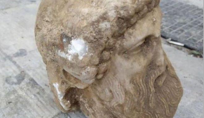 Αθήνα: Βρέθηκε αρχαία κεφαλή αγάλματος σε εργασίες στην οδό Αιόλου