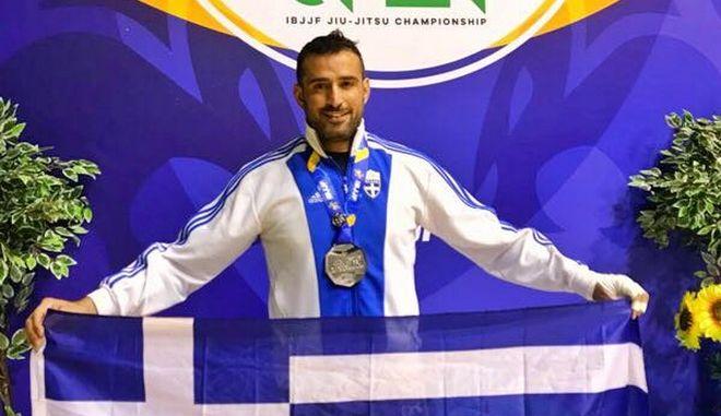 Αργυρός στο πανευρωπαϊκό ο Γιώργος Κατσινοπουλος στο άθλημα του Brazilian Jiu Jitsu.
