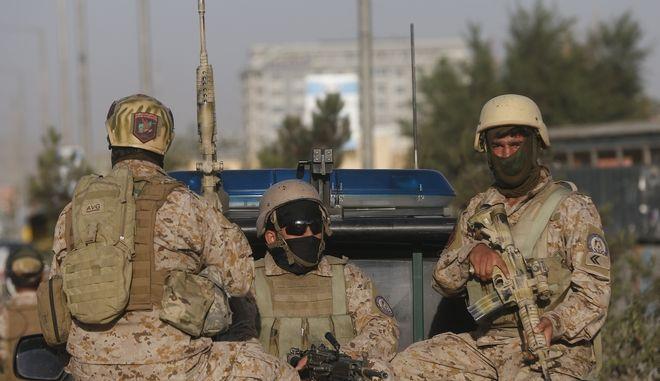 Δυνάμεις της Ασφάλειας κοντά στο σημείο της έκρηξης, Καμπούλ, Αφγανιστάν