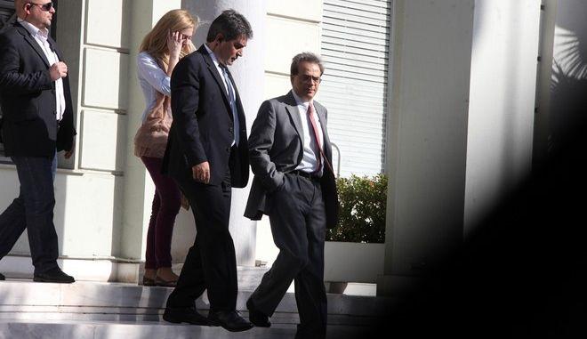 Ο υπουργός Οικονομικών, Γκίκας Χαρδούβελης, στην έξοδο του από το υπουργείο Εξωτερικών, μετά την συνάντησή του με τον αντιπρόεδρο της κυβέρνησης και υπουργό Εξωτερικών, Ευάγγελο Βενιζέλο την Τετάρτη 19 Νοεμβρίου 2014. (EUROKINISSI/ΑΛΕΞΑΝΔΡΟΣ ΖΩΝΤΑΝΟΣ)