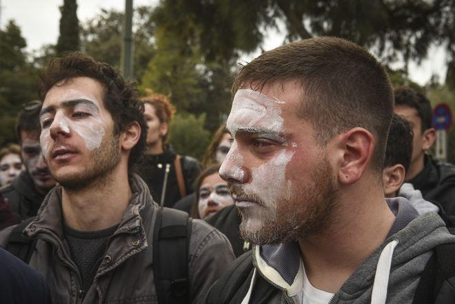 Ένταση μεταλυ φοιτητών και ανδρών των ΜΑΤ έξω από το Ζάππειο Μέγαρο, όταν οι φοιτητές προσπάθησαν να διαμαρτυρηθούν στη Σύνοδο των Πρυτάνεων το Σάββατο 16 Δεκεμβρίου 2017. (EUROKINISSI/ΤΑΤΙΑΝΑ ΜΠΟΛΑΡΗ)