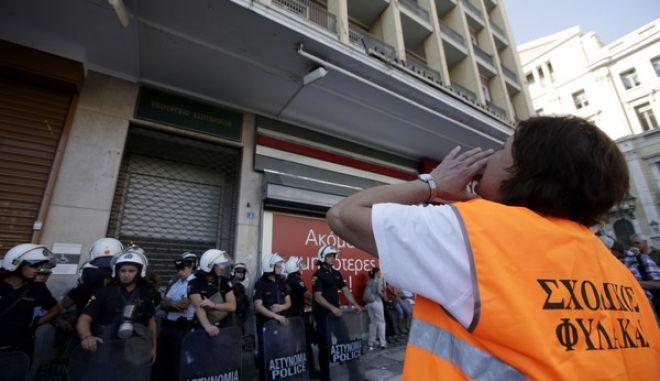 Από την πλατεία Καραϊσκάκη, όπου βρίσκονται τα γραφεία της ΠΟΕ ΟΤΑ, ξεκίνησε η πορεία προς το υπουργείο Διοικητικής Μεταρρύθμισης την Δευτέρα 8 Ιουλίου 2013. Οι εργαζόμενοι στους δήμους διαμαρτύρονται για τα σχέδια της κινητικότητας να βγουν σε διαθεσιμότητα χιλιάδες υπάλληλοι και να μετακινηθούν 4.000 δημοτικοί αστυνομικοί στην ΕΛ.ΑΣ. Επικεφαλής της πορείας ήταν δημοτικοί αστυνομικοί με τις μηχανές τους.  (EUROKINISSI/ΓΕΩΡΓΙΑ ΠΑΝΑΓΟΠΟΥΛΟΥ)