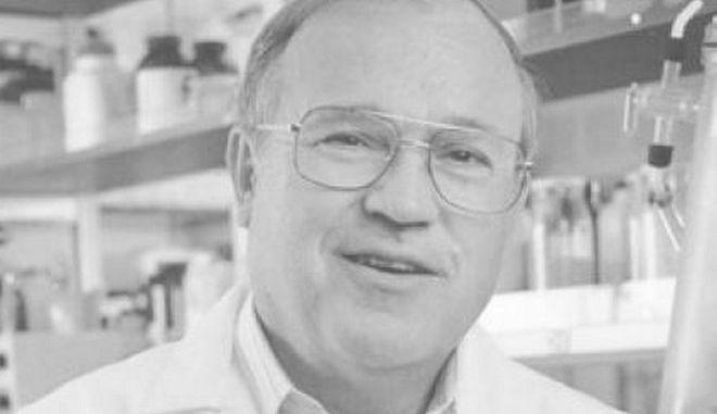 Ο Κλάους Σμίγκελ μπήκε στο National Inventors Hall of Fame το 1999, μαζί με τον Μπράιαν Μόλοϊ.
