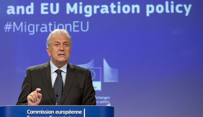 Ο επίτροπος Μετανάστευσης, Ιθαγένειας και Εσωτερικών Υποθέσεων Δημήτρης Αβραμόπουλος κατά τη διάρκεια συνέντευξης Τύπου στις Βρυξέλλες