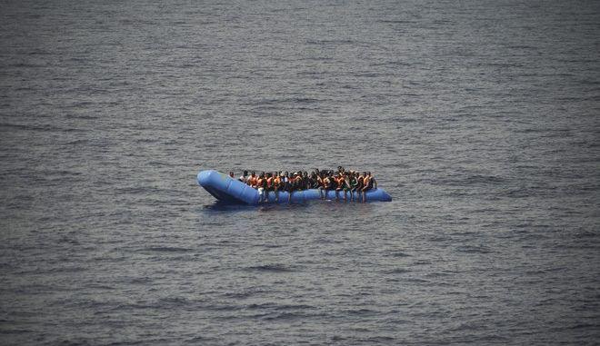 Βάρκα με μετανάστες στη Μεσόγειο τον Σεπτέμβριο του 2019