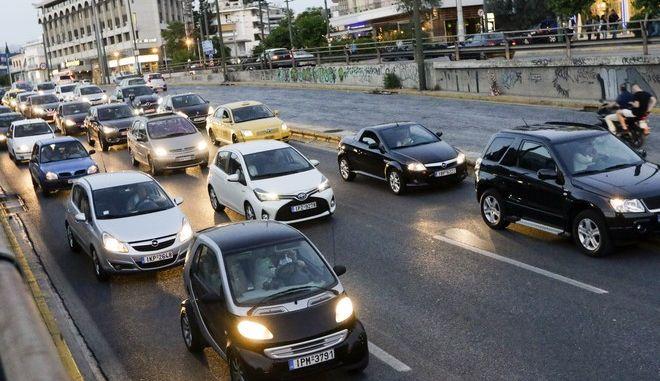 Αυτοκίνητα στη Λεωφόρο Κηφισίας