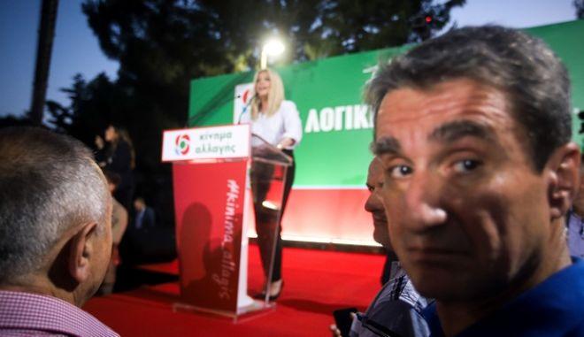 Στιγμιότυπο από ομιλία της προέδρου Φώφης Γεννηματά, υπό το βλέμμα και του Ανδρέα Λοβέρδου