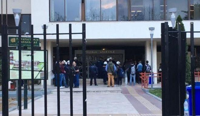 ΠΑΜΑΚ: Ο όρκος αγνώστου εμπνεύσεως σε πρωτοετείς και η σκληρή απάντηση του υπουργείου