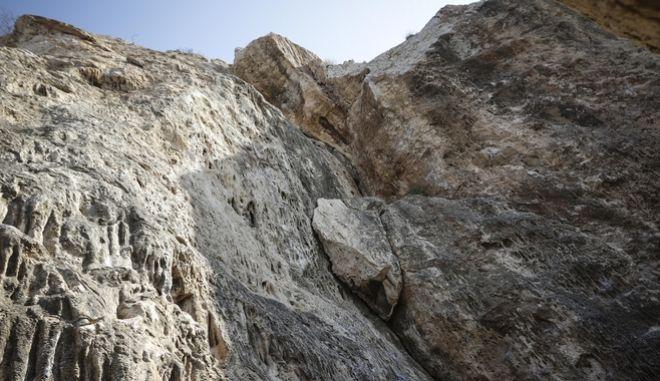 Το σημείο στο λόφο του Φιλοπάππου όπου βρήκε το θάνατο ο 25χρονος φοιτητής
