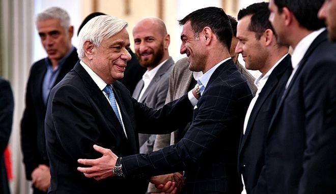 Συνάντηση του Προέδρου της Δημοκρατίας με την Εθνική ομάδα ποδοσφαίρου, που στεύθηκε πρωταθλήτρια Ευρώπης στο Euro 2004, Τετάρτη  27 Μαρτίου 2019.  (EUROKINISSI/ ΜΙΧΑΛΗΣ ΚΑΡΑΓΙΑΝΝΗΣ)
