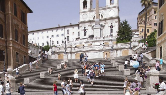 Τα διάσημα σκαλοπάτια της Τρινιτά ντέι Μόντι στη Ρώμη