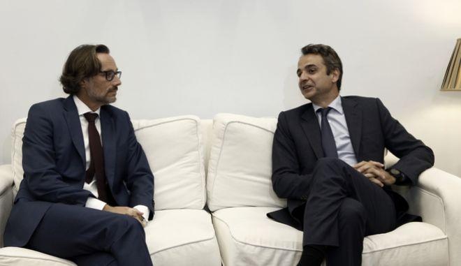 O πρόεδρος της Νέας Δημοκρατίας Κυριάκος Μητσοτάκης με τον Γερμανό Πρέσβη στην Ελλάδα, Jens Plotner, κατά παλαιότερη συνάντηση τους
