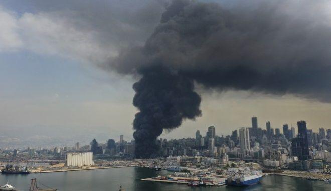 Καπνός από τη φωτιά που ξέσπασε την Πέμπτη στη Βηρυτό