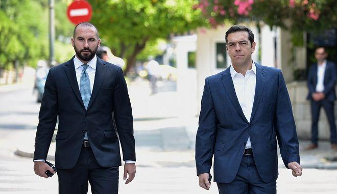 Ο πρωθυπουργός Αλέξης Τσίπρας και ο κυβερνητικός εκπρόσωπος Δημήτρης Τζανακόπουλος