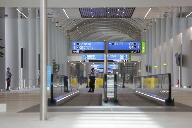 Η κατασκευή του αεροδρομίου έγινε με βήμα ταχύ