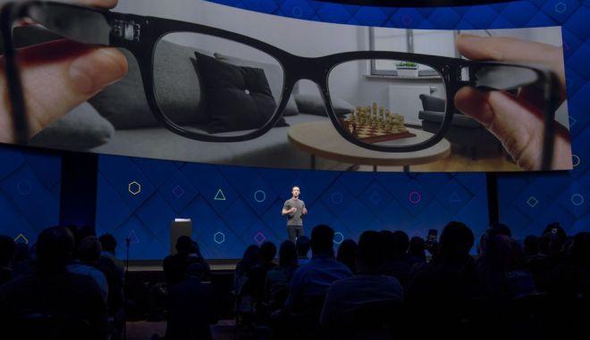 H Facebook επρόκειτο να λανσάρει τα έξυπνα γυαλιά μέσα στο 2021, αλλά δεν πρόλαβε τις προθεσμίες λόγω Covid-19.