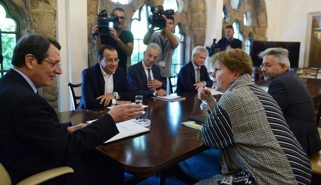 Στιγμιότυπο από τη συνάντηση Αναστασιάδη-Λουτ