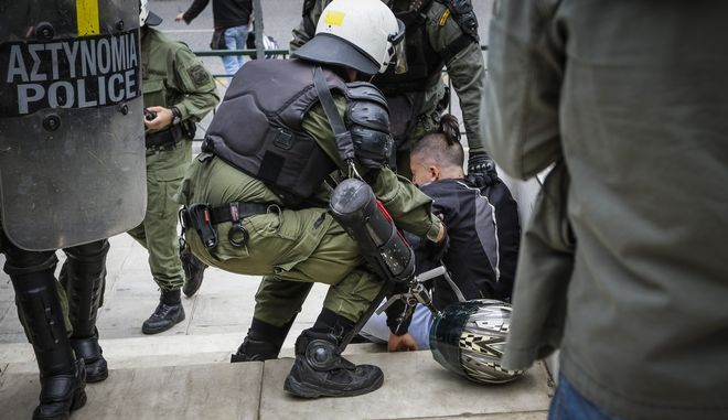 Αντιπολεμικό συλλαλητήριο για τον πόλεμο στην Συρία από φοιτητικούς συλλόγους και πορεία στην Αμερικάνικη Πρεσβεία. Επεισόδια και χημικά στην πορεία όταν ομάδα διαδηλωτών προσπάθησε να κατεβάσει το άγαλμα του Τρούμαν