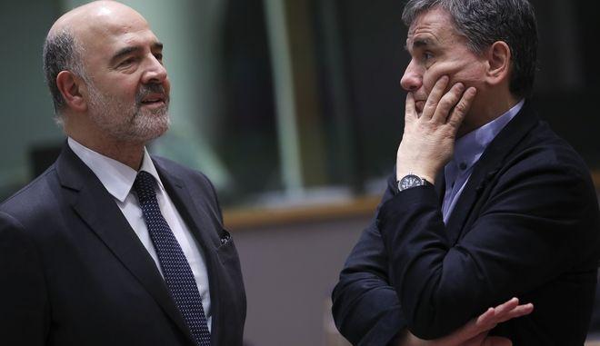 Πιέρ Μοσκοβισί και Ευκλείδης Τσακαλώτος σε Eurogroup (φωτό αρχείου)