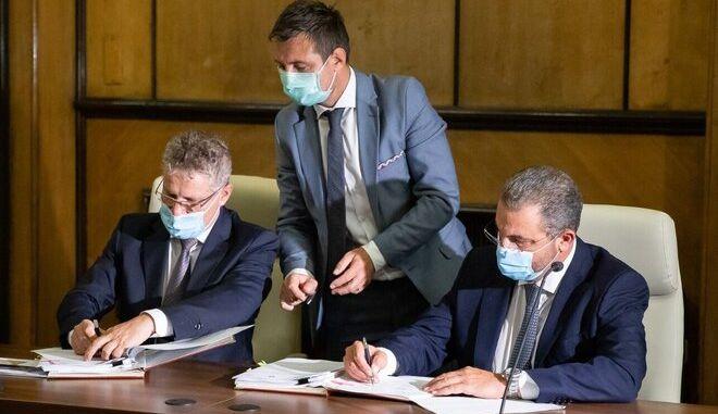 O Πρωθυπουργός της Ρουμανίας, Ludovic Orban, ο Υπουργός Μεταφορών, Υποδομών και Επικοινωνιών της Ρουμανίας, κ. Lucian Bode και ο Διευθύνων Σύμβουλος της ΑΚΤΩΡ, κ. Αλέξανδρος Εξάρχου.