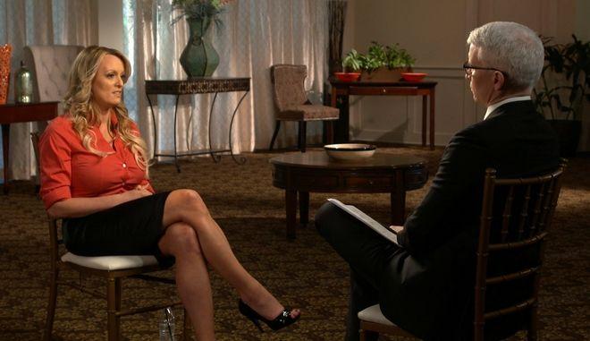 """Στιγμιότυπο από τη συνέντευξη της Στόρμι Ντάνιελς στην εκπομπή του CBS """"60 λεπτά"""""""