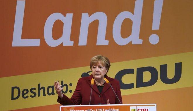 Με σθένος υπέρ της πολιτικής της στο προσφυγικό, πάει η Μέρκελ στη 'Σούπερ Κυριακή' της Γερμανίας