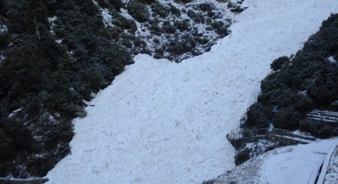 Τζουμέρκα: Οι καταρράκτες μετατράπηκαν σε χιονοστιβάδες