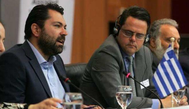 Κρέτσος: Αποκλειστική αρμοδιότητα της κυβέρνησης η αδειοδότηση των καναλιών