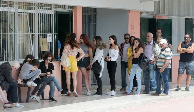 Εκλογές 2019: Έκλεισαν οι κάλπες - Ουρές και ταλαιπωρία την τελευταία στιγμή