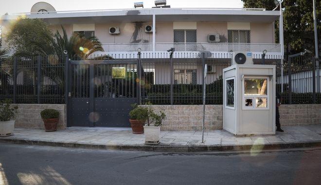 """Μετά την επίθεση του """"Ρουβίκωνα"""" στην πρεσβεία του Ιράν, στο Παλαιό Ψυχικό τα ξημερώματα της Δευτέρας."""
