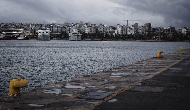 Μυστήριο με την 69χρονη που περισυνελέγη από τη θάλασσα ανοικτά του Πειραιά