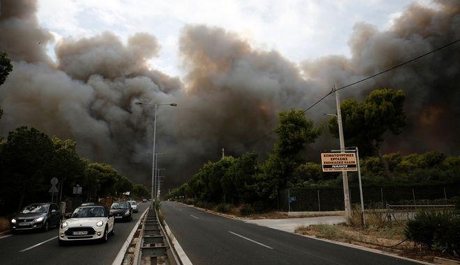 Πυκνοί καπνοί από τη φωτιά στο Νέο Βουτζά