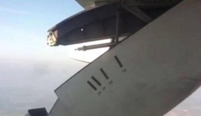 Βίντεο τρόμου στον αέρα: Έσπασε τμήμα του φτερού εν ώρα πτήσης