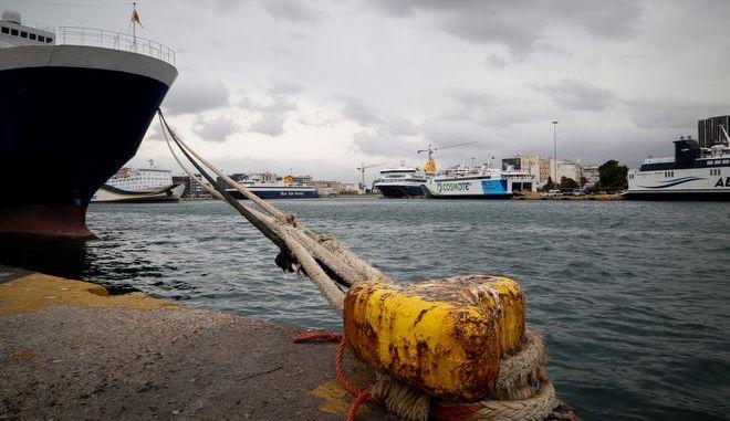 Δεμένο πλοίο σε λιμάνι