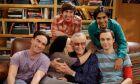 Ο αξέχαστος Σταν Λι με το καστ του Big Bang Theory