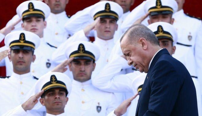 Ο Ερντογάν στην τελετή αποφοίτησης της Σχολής Αξιωματικών του Τουρκικού Πολεμικού Ναυτικού