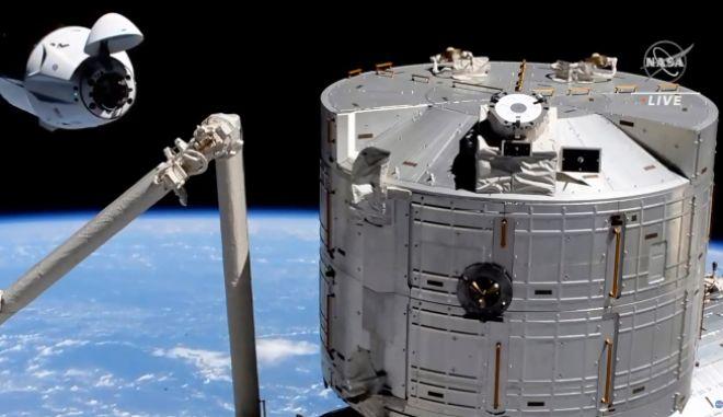SpaceX: Πίσω στη Γη η κάψουλα με 4 αστροναύτες από τον Διεθνή Διαστημικό Σταθμό