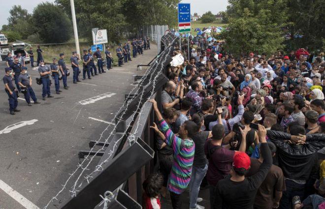Έτσι δείχνει η Ευρώπη τον πολιτισμό της. Τα καρέ της επίθεσης σε πρόσφυγες, παιδιά και ρεπόρτερ